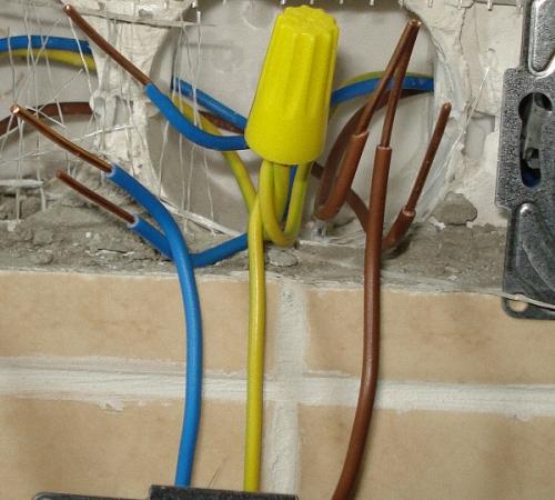 So verbinden Sie den Ausgang mit dem Boden. Erdung im Haus ...