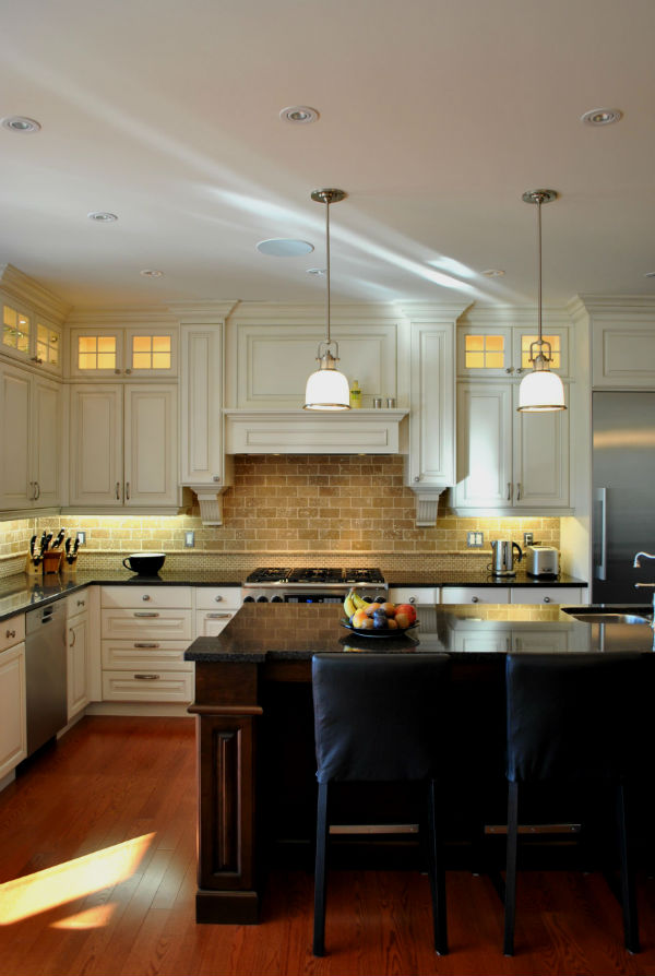 Hintergrundbeleuchtung für die Küche. Schädigt solches Licht die ...